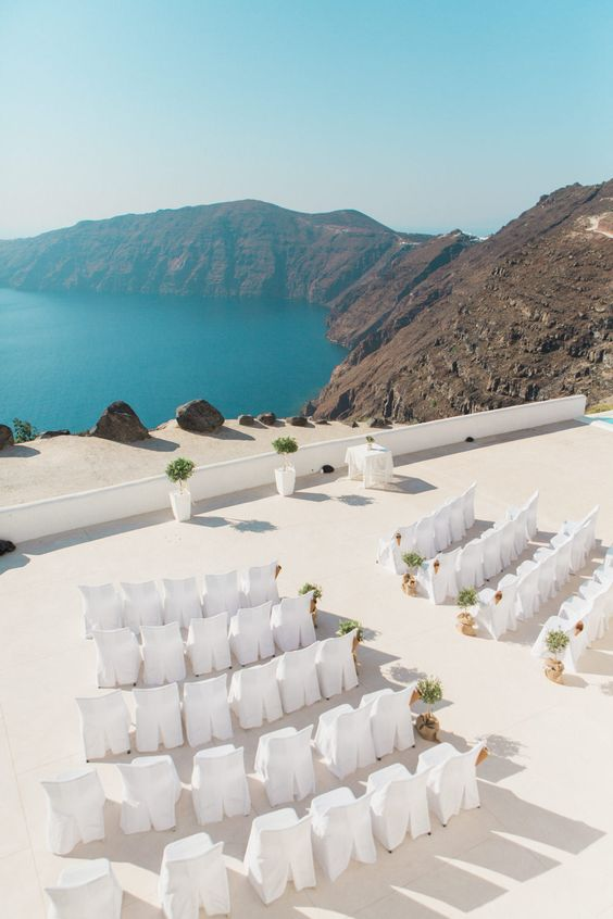 Top Tips for Planning a Wedding Abroad // www.chezbec.com